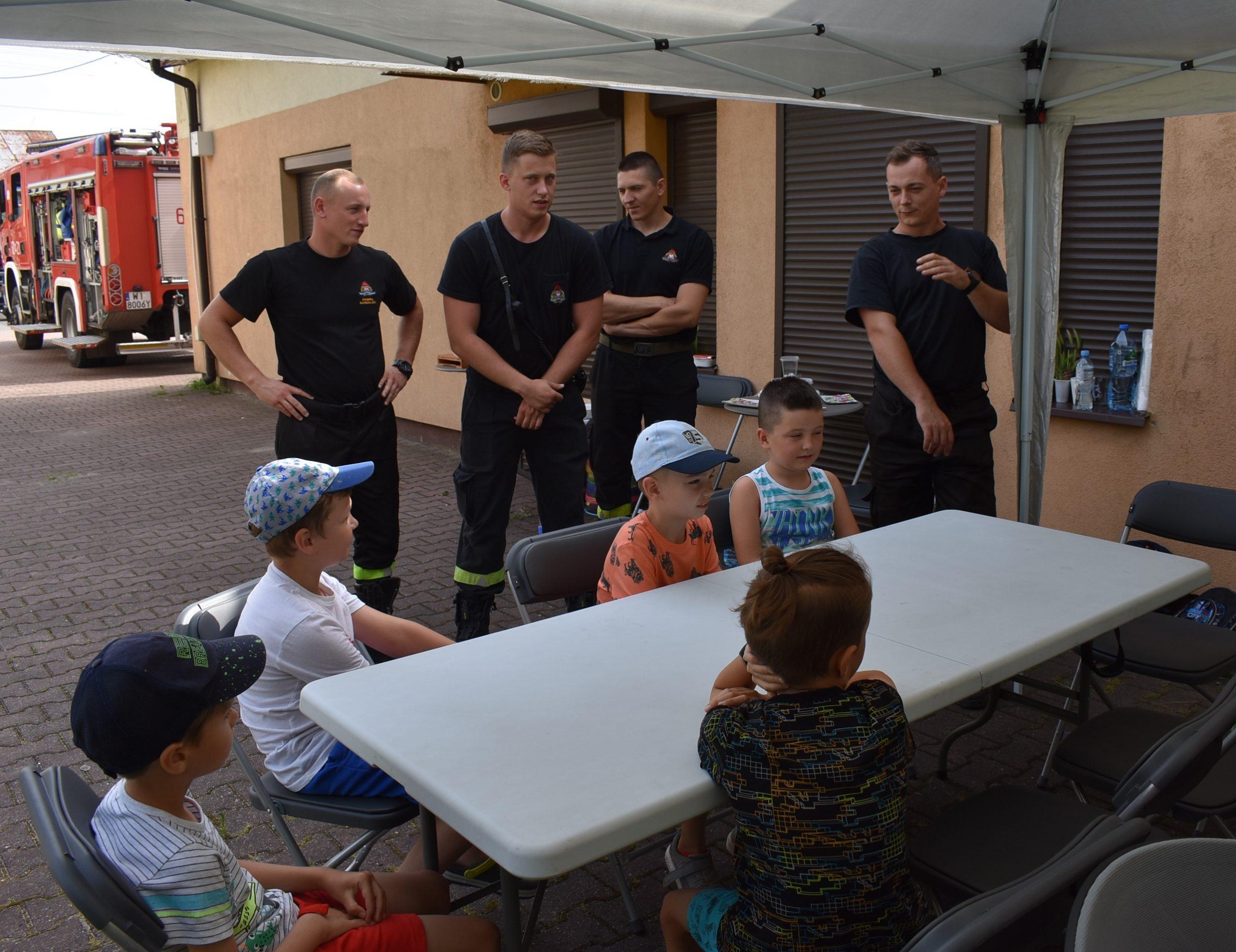 Wizyta strażaków zKomendy Powiatowej Państwowej Straży Pożarnej wSierpcu.