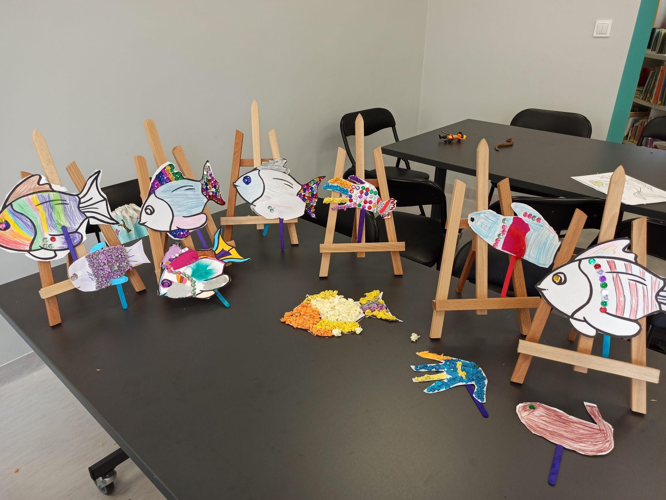 Wystawa prac dzieci zrobionych wtrakcie lipcowych zajęć wakacyjnych wOddziale dla dzieci imłodzieży.